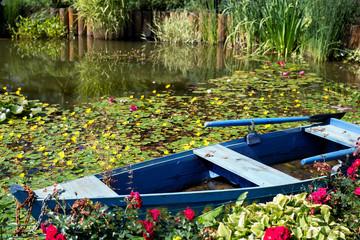 Fototapetablue boat on the pond