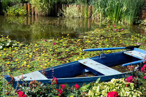 Foto  blue boat on the pond