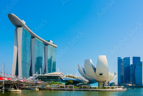 Foto auf AluDibond Stadtgebaude Beautiful landscape of Marina Bay Sands Casino Hotel Downtown in Singapore is one of the major tourist attractions in Singapore city