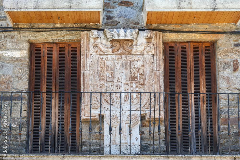 Photo Art Print Terraza Con Puertas De Madera Y Escudo De