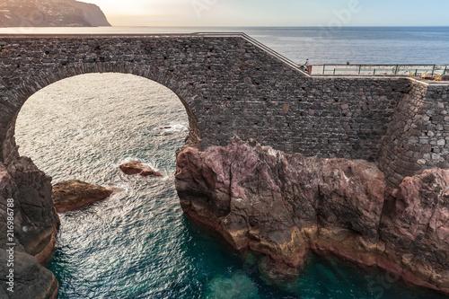 Foto op Plexiglas Europa Old stone bridge in Ponta do Sol, Madeira