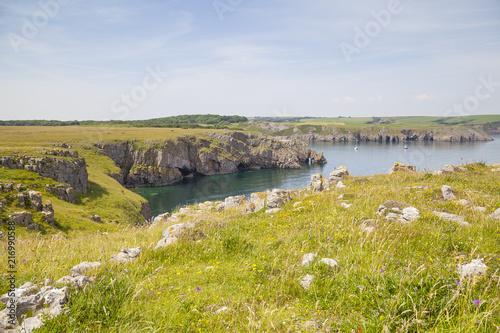 Spoed Foto op Canvas Noordzee Typische Küstenlandschaft in Wales