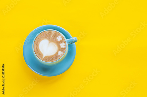Cadres-photo bureau Cafe Hot Coffee Latte Art Heart on color background.