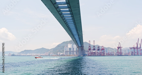 Foto op Plexiglas Poort Hong Kong Kwai Tsing Container Terminals and stonecutter bridge