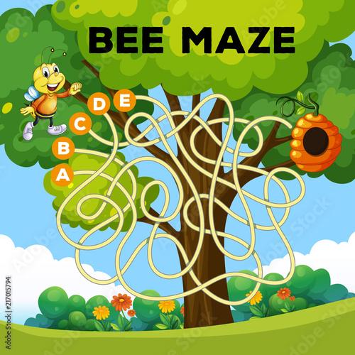 Fotobehang Kids fun bee maze concept