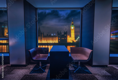 Foto op Aluminium Stad gebouw Modern living room with view Big Ben at night in Landon, UK.