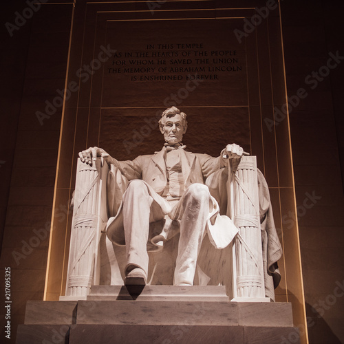 Photo  Lincoln Memorial at Night