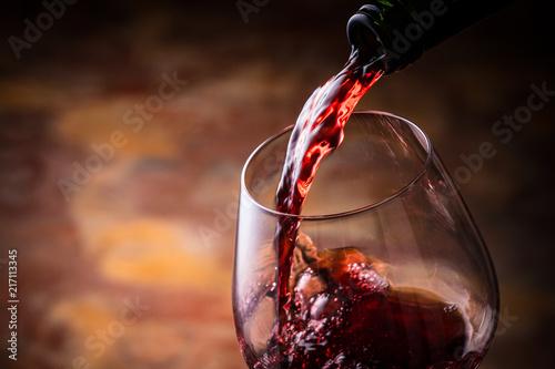 Fotografia 赤ワインを注ぐ