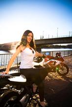 Weibliche Motorradfahrerinnen ...
