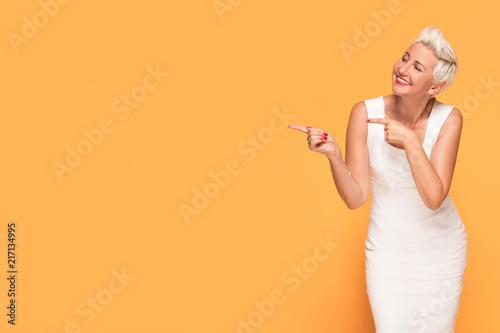 Photographie  Beautiful woman posing on yellow background.