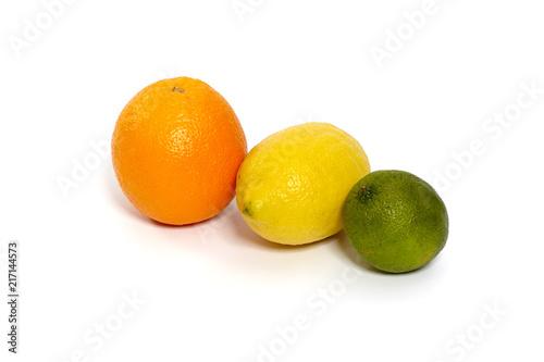 Fotografie, Obraz  Zitrusfrucht, Orange, Zitrone, Limette auf weißem Hintergrund