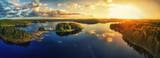 Wieczorne słońce nad jeziorem