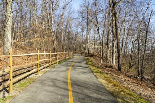 Keuken foto achterwand Verenigde Staten Bike path in late April
