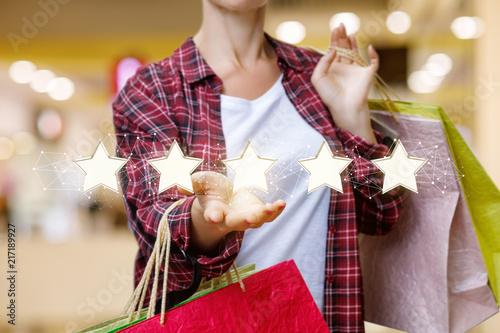 Fotografía  Shopper shows store rating .
