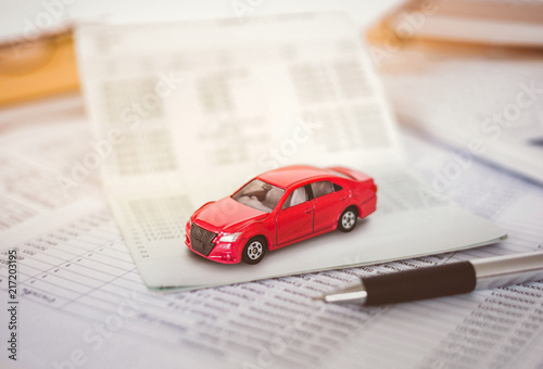 Fotografiet  Car expenses calculator, payments  costs with paper notes, payments table,dollar money and toy car