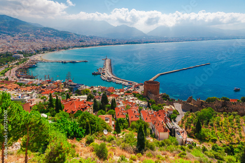 Keuken foto achterwand Turkije Landscape with marina and Kizil Kule tower in Alanya peninsula, Antalya district, Turkey, Asia. Famous tourist destination with high mountains. Part of ancient old Castle. Summer bright day