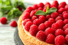 Delicious Cheesecake With Rasp...
