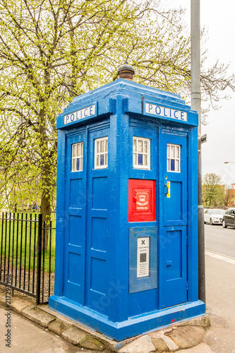Photo Traditional blue Police phone box