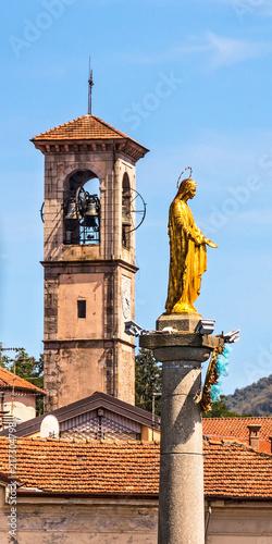 Obraz na plátně  Goldene Madonna im Hafen von Luino