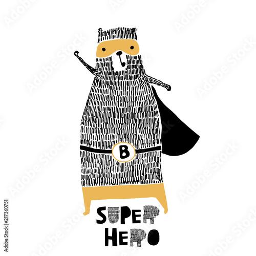 Śliczna ręka rysująca z atramentu niedźwiedzia bohaterem. Kreskówka super bohater niedźwiedź ilustracji wektorowych w stylu skandynawskim