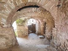 Antico Portico  Con Volte In Pietra
