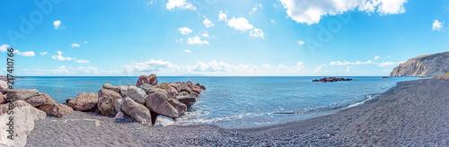 Montage in der Fensternische Grau Panorama view of Kamari Beach with breakwater of rocks in the sea, Santorini, Greece