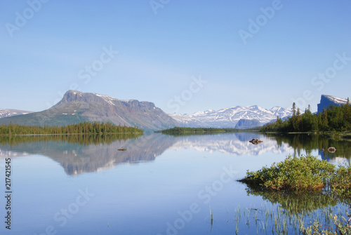 Fotomural The beauty of Laponia Wilderness - Lake Laitaure Water Reflections