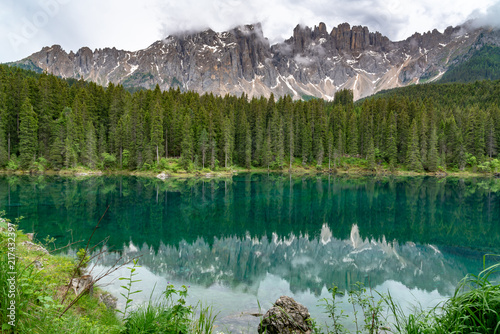 Photo Stands Reflection View of the beautiful Mount Latemar in Dolomites