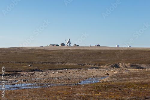 Poster Poolcirkel satellite dish in Ny Alesund, Svalbard, Spitsbergen, blue sky