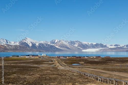 Poster Poolcirkel street to Ny Alesund town, Svalbard, Spitsbergen, blue sky