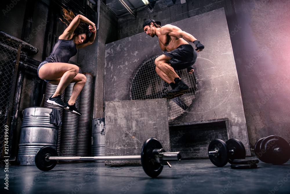 Fototapety, obrazy: Couple training in a gym