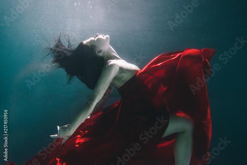 kobieta-pod-woda