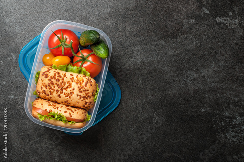 Papiers peints Assortiment Lunch box with sandwiches and vegetables