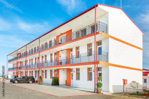 Fotografía  Afordable Hotel in a romanian Black Sea resort on a sunny summer day