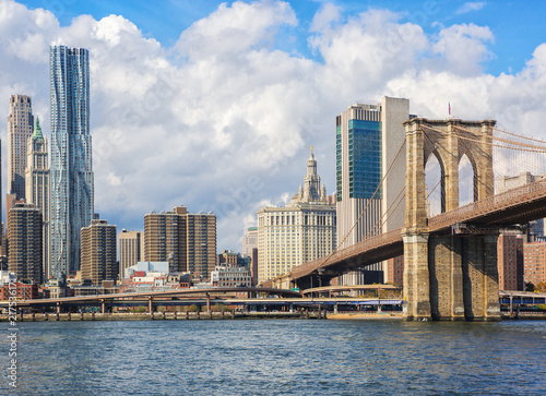 Fotobehang Praag Lower Manhattan and the Brooklyn Bridge, New York City, United States.
