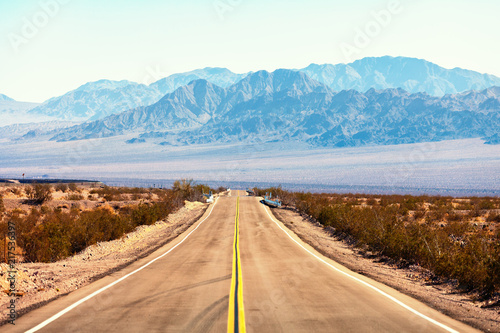 Foto auf AluDibond Route 66 View from the Route 66, Mojave Desert, Southern California, United States.