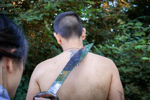 Valokuvatapetti Giustiziare un uomo con la sciabola
