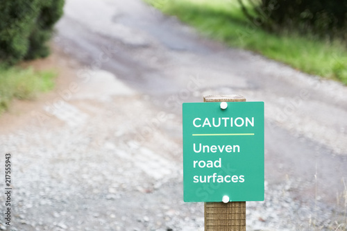 Fotografía  Uneven road surface caution sign for traffic vehicles