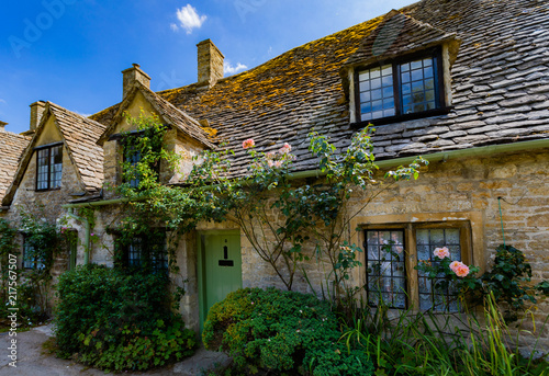 Fotografia, Obraz Medieval Cotswold stone cottages of Arlington Row in the village of Bibury, Engl