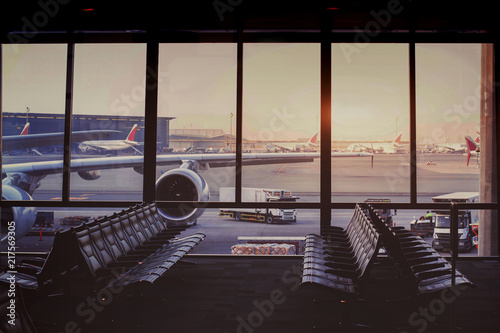 Foto op Aluminium Luchthaven beautiful modern airport terminal and airplane waiting in the gate