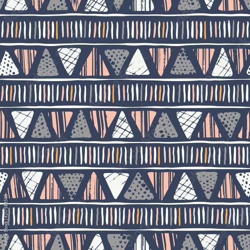 recznie-rysowane-plemiennych-teksturowane-trojkaty-i-paski-na-ciemnym-tle-wektor-wzor-etniczny-rysunek-geometryczny