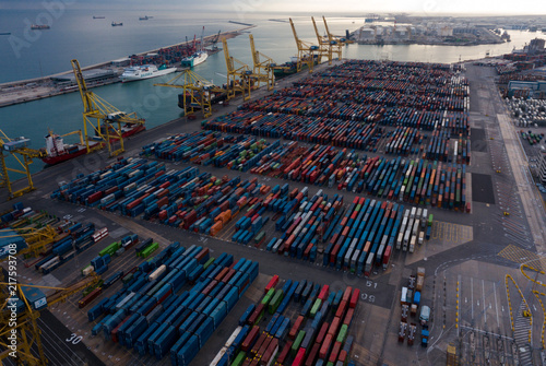 Foto op Aluminium Poort Shipping containers at Industrial port of Barcelona i