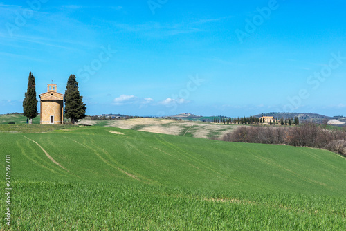 Foto op Canvas Blauw Tuscany landscape with the little chapel of Madonna di Vitaleta, Italy