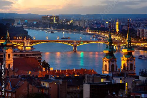 Papiers peints Con. ancienne Budapest in evening illumination