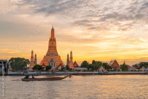 In de dag Bangkok Wat arun in sunset at Bangkok,Thailand