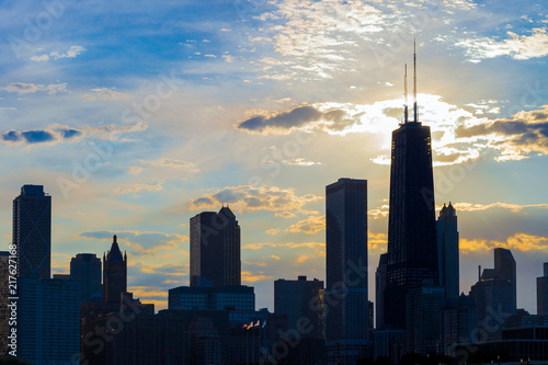 Foto op Plexiglas Chicago Silhouette of Chicago skyline viewed from the pier with orange and blue sunset sky in the background