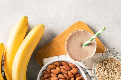 Photo Healthy breakfast  banana oatmeal almond milk