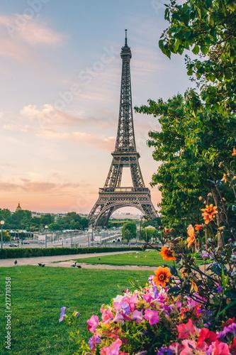 sunrise paryż wieża eiffla