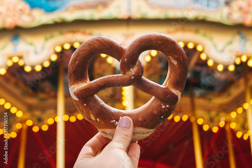 The girl is holding a traditional German pretzel Canvas-taulu