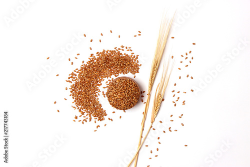 Fényképezés  wheat and spikelets on a white background top view